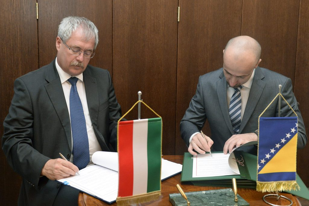 Bosnia and Hungary Sign Agricultural Agreement post's picture