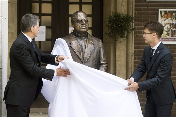 Gyula Kornis Statue Unveiled post's picture