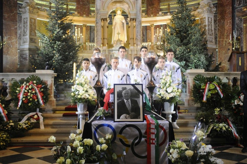 Legendary Hungarian Footballer Jenő Buzánszky Laid To Rest post's picture