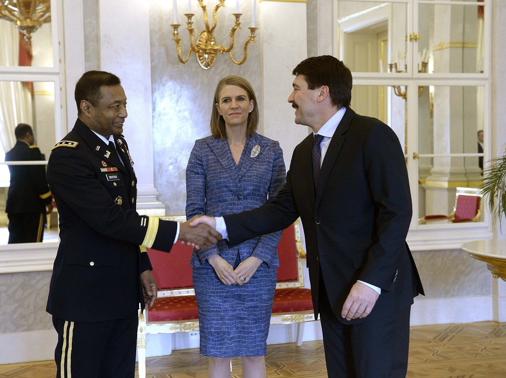 President And Defence Minister Hold Talks With U.S. Army Lieutenant General In Budapest post's picture
