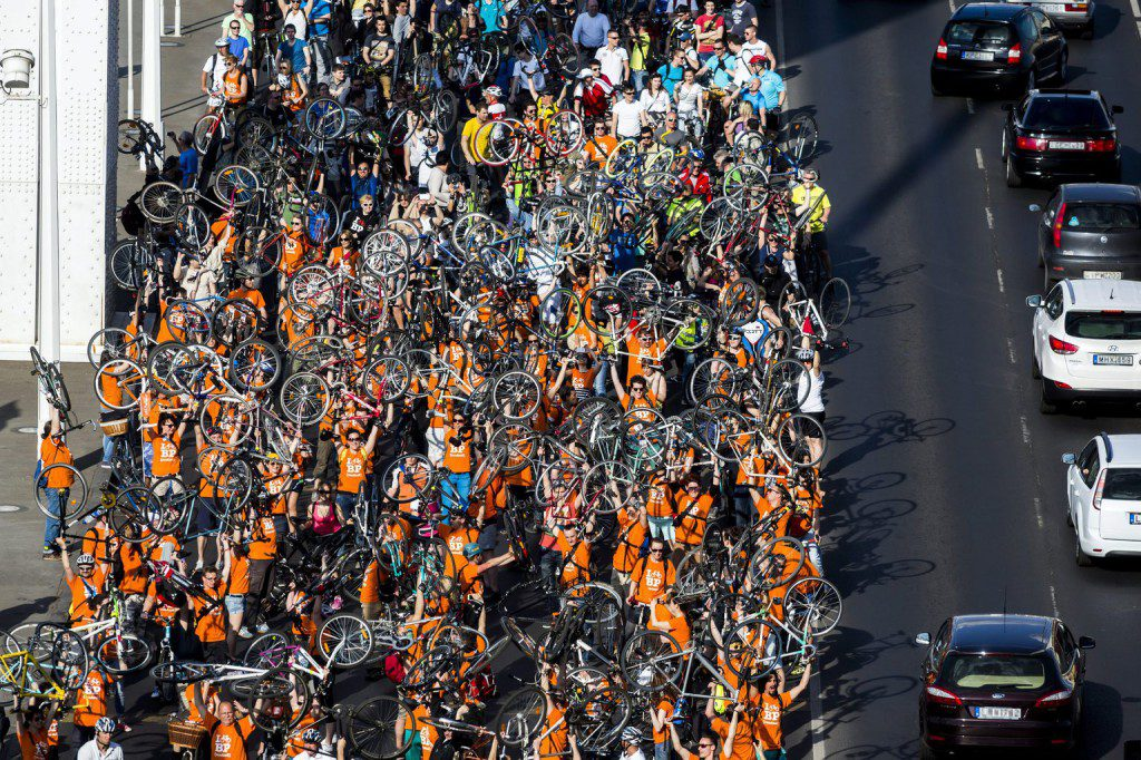 """Tens Of Thousands Of Cyclists Turn Out At """"I Bike Budapest"""" Procession post's picture"""