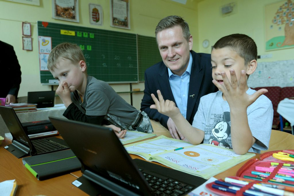 Telenor And Microsoft Team Up To Assist Hungarian Digital Education Pilot Project post's picture