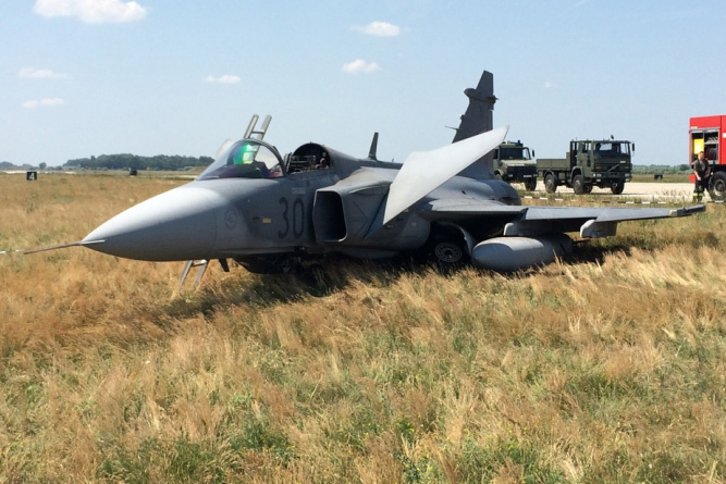 Video Shows Moment Hungarian Pilot Ejecting Gripen Fighter Plane post's picture
