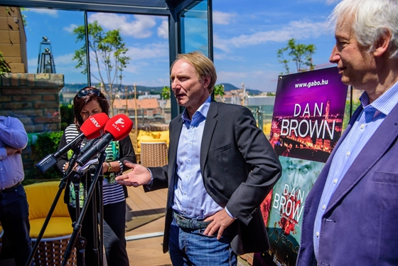 Da Vinci Code Author Dan Brown In Budapest To Receive Literary Award post's picture