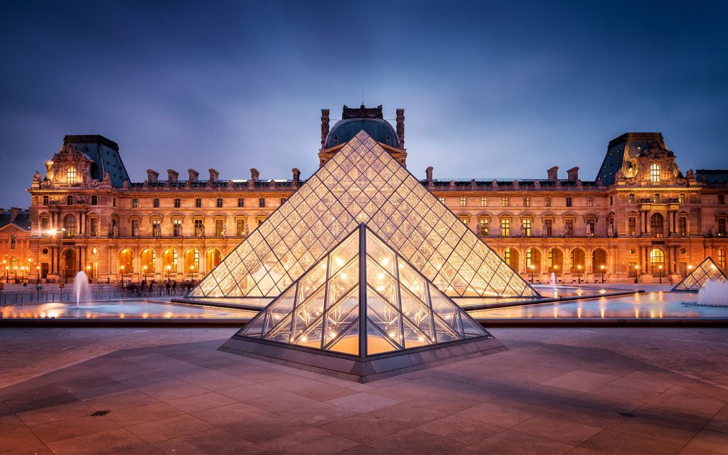 Young Hungarian Photographer Exhibited In The Louvre – Photo! post's picture