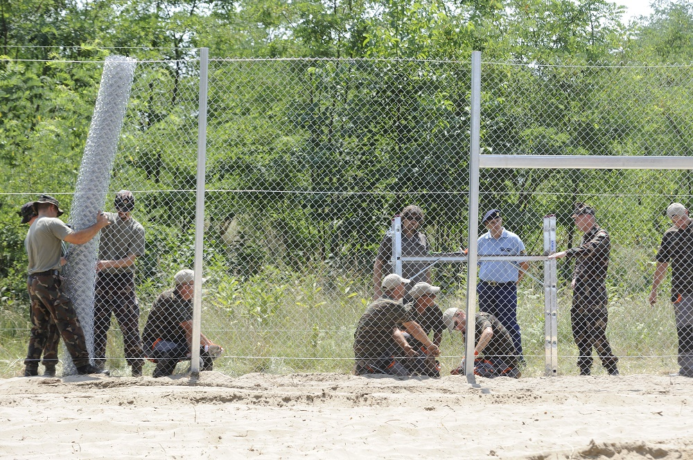 Hungarian Army Starts Building Border Fence – Gallery! post's picture
