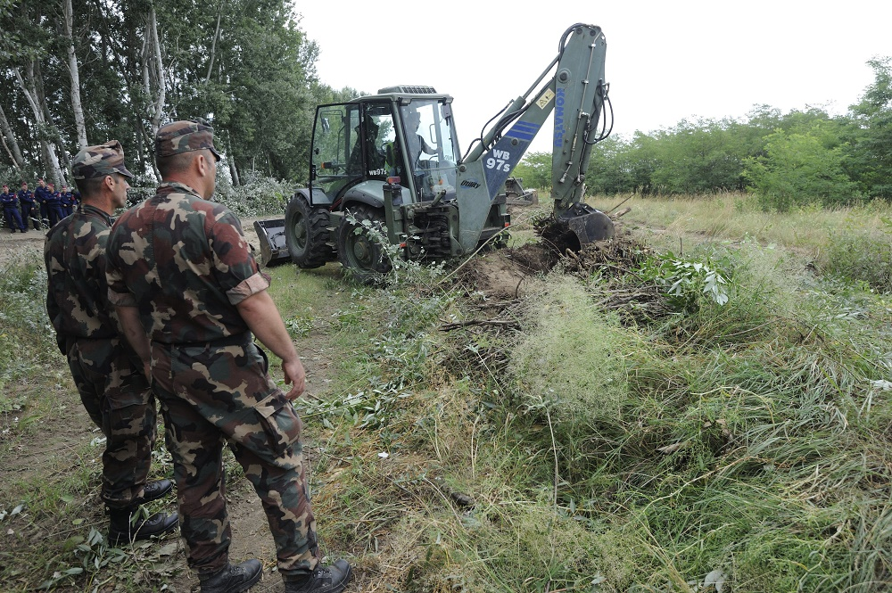 """Construction Work Of """"Temporary Control Fence"""" Along Hungary's Border With Serbia Begins post's picture"""