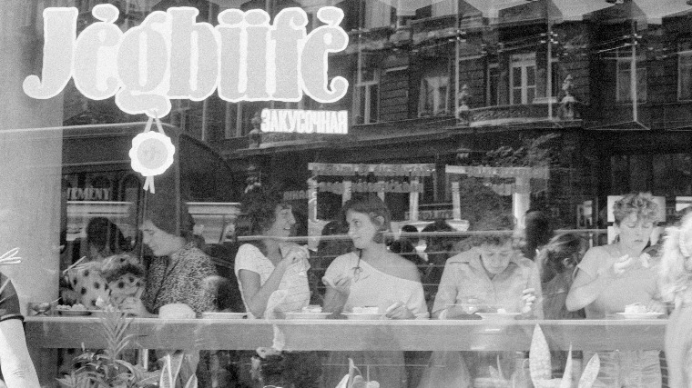 "Budapest's Legendary Socialist-Realist Confectionery Shop ""Jégbüfé"" To Down Its Shutters post's picture"