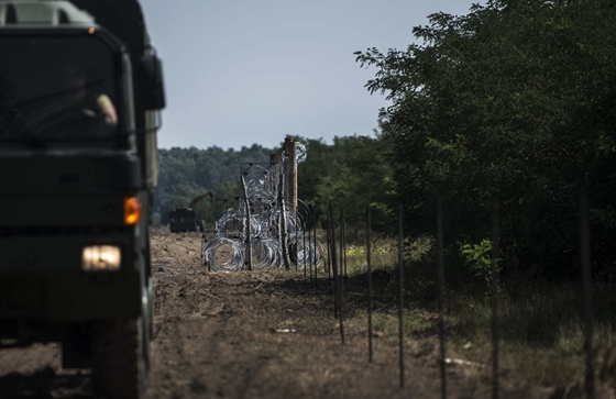 Immigration: Migrants Cut Through Under-Construction Border Fence post's picture