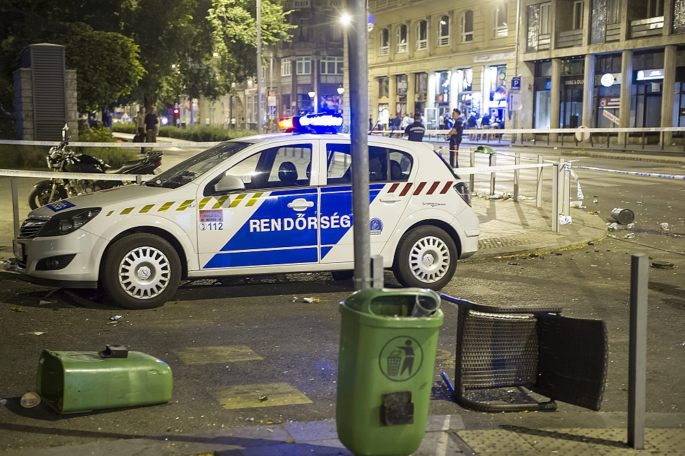 Football Hooligans Clash With Police In Budapest's City Center Ahead Of Hungary Match Against Romania- Videos! post's picture