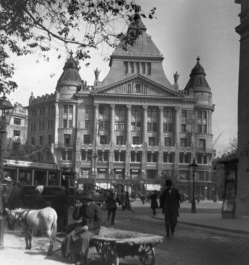 Budapest Then And Now: Picture Of The Day post's picture