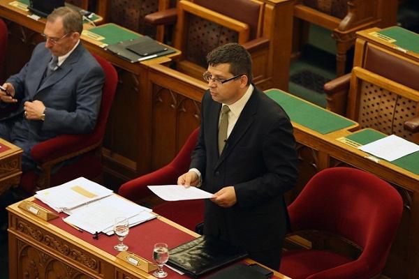 20140610parlament-plenaris-ules-orszaggyules-sesztak
