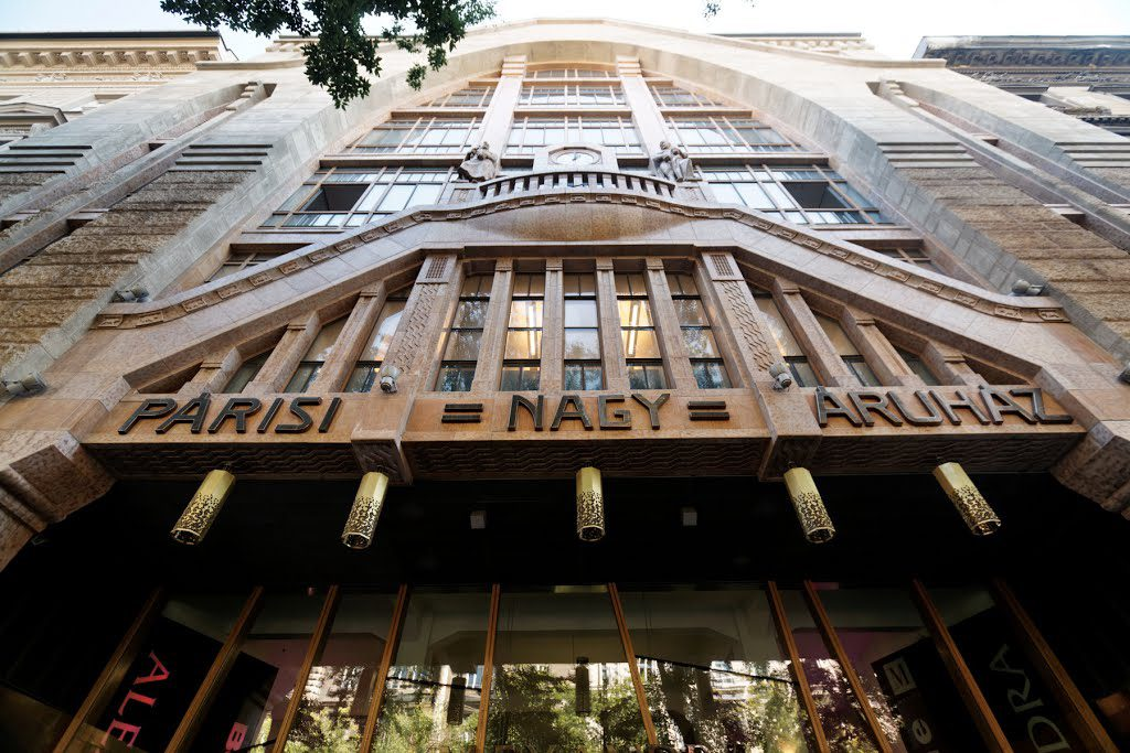 Budapest's Legendary Art Nouveau-Style Department Store Becomes State-Owned post's picture