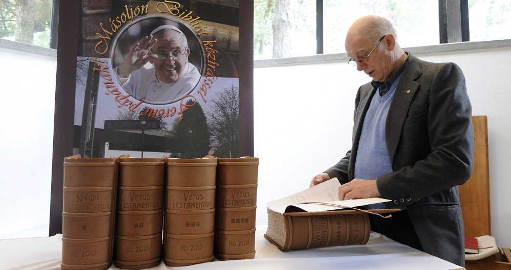 Hungarian Catholics Make Five-Volume Bible Manuscript For Pope Francis post's picture
