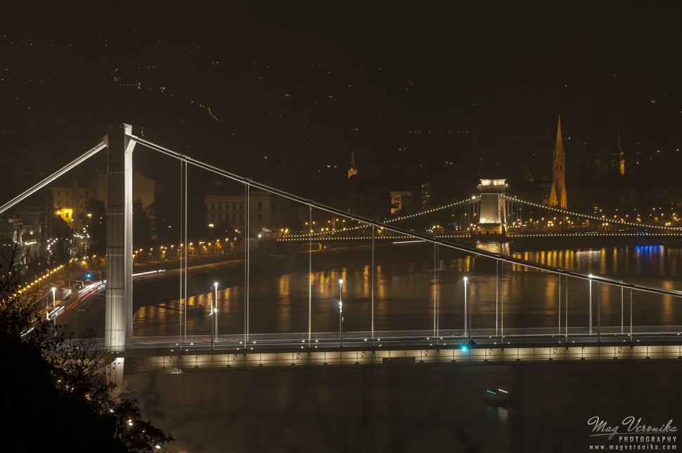 Dream-Like Photographs Capture Budapest Inundated In Smog post's picture