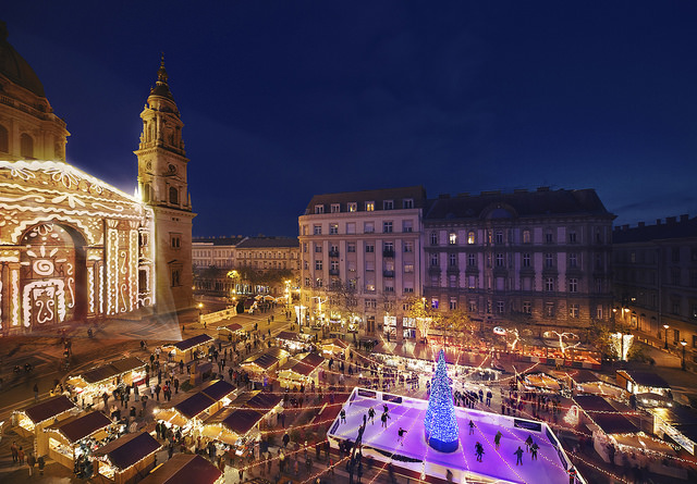 Video Shows Building Of Advent Market In Budapest City Center post's picture