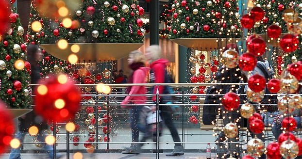 Survey Finds Hungarians Spend On Average €127 On Christmas This Year post's picture