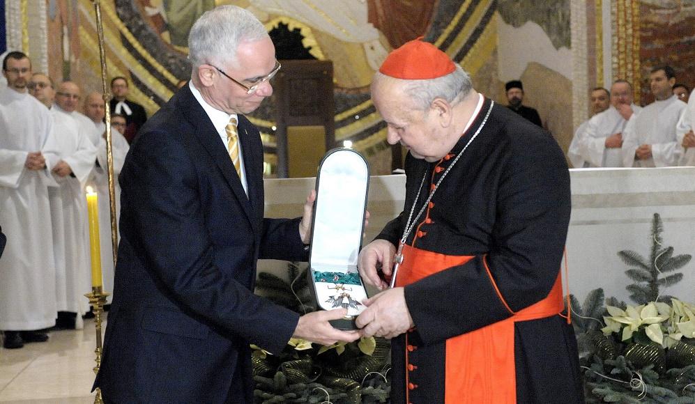 Archbishop of Kraków Stanisław Dziwisz Receives Hungarian State Award post's picture