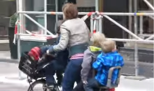 """""""3 Kids, 2 Wheels, 1 Supermum In Amsterdam"""": Hilarious Hungarian Video Hits The Internet By Storm post's picture"""