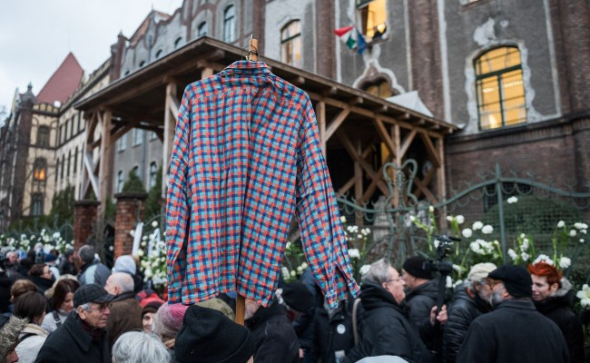 Is Checkered Shirt Becoming A New Anti-Government Symbol In Hungary? – Photos! post's picture