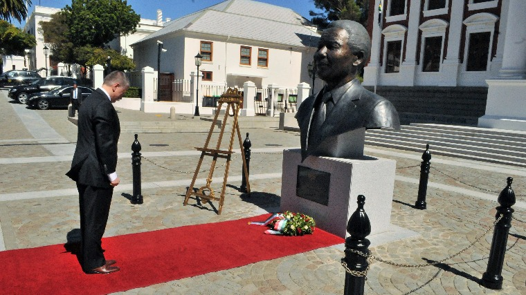 Hungarian House Speaker Bows To Nelson Mandela's Statue During Visit To South Africa post's picture