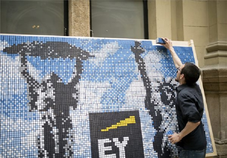 Record-Setting Mosaic Wall Of Rubik's Cubes Made At Corvinus University post's picture