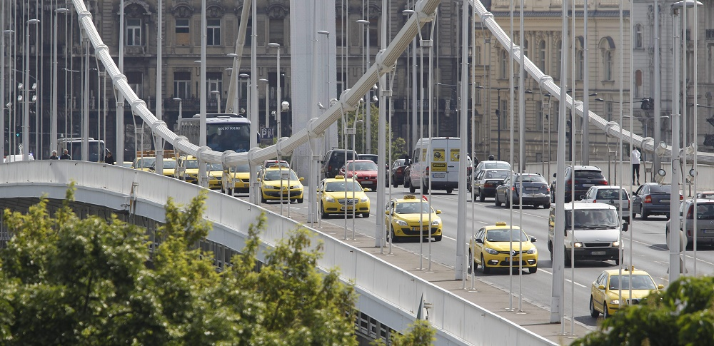 Budapest Taxi Drivers Partly Block Elisabeth Bridge To Continue Protest Against UBER post's picture