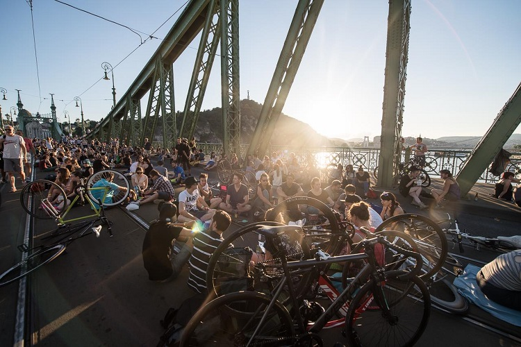 Pedestrians to Take Over Budapest's Liberty Bridge on Weekends Once Again post's picture