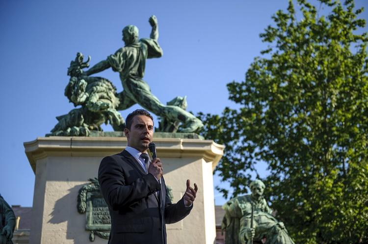 Nyíregyháza, 2016. június 4. Vona Gábor, a Jobbik elnöke beszédet mond a párt trianoni megemlékezésén a nyíregyházi Hõsök terén 2016. június 4-én. MTI Fotó: Czeglédi Zsolt