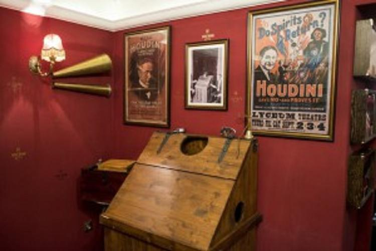 The House Of Houdini – Museum Opened In The Castle About The Budapest-born Illusionist post's picture