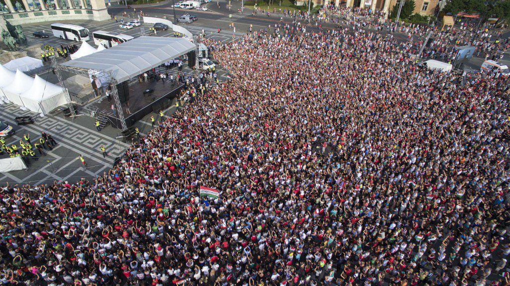 """Euro 2016: Tens Of Thousands Of Fans Cheer On Heroes Square As """"National 11"""" Arrives Home post's picture"""