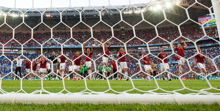 Lyon, 2016. június 22. A magyar válogatott örül a franciaországi labdarúgó Európa-bajnokság F csoportja harmadik fordulójában játszott Magyarország - Portugália mérkõzés végén, a lyoni stadionban 2016. június 22-én. A találkozó 3-3-as döntetlennel ért véget. MTI Fotó: Illyés Tibor