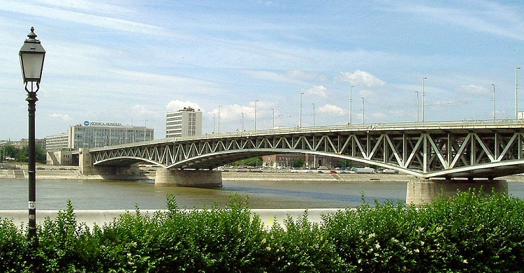 1024px-Budapest_Petofi_Bridge