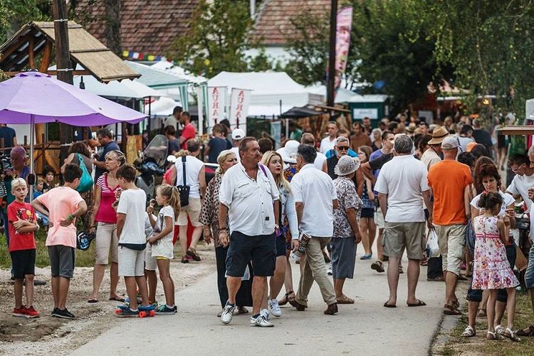 Valley Of Arts: Region's Largest Art Festival Attracts Visitors In Record Numbers – Photos! post's picture