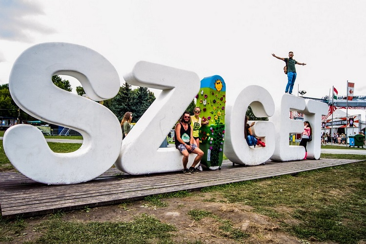 Little Summary About The Last Few Days Of Sziget Festival In Budapest – Fail of Rihanna, British Bobbies, Photos post's picture