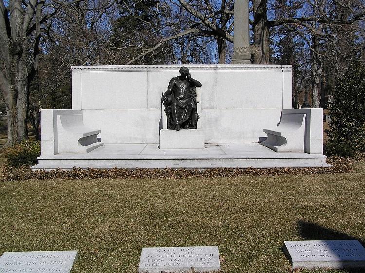 1280px-Grave_of_Joseph_Pulitzer