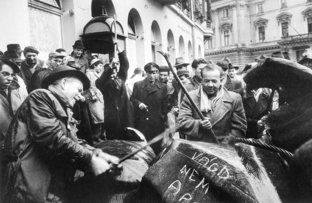 IN MEMORIAM 1956: Then And Now – Iconic Scenes Of The 1956 Revolution Sixty Years Ago And Today post's picture