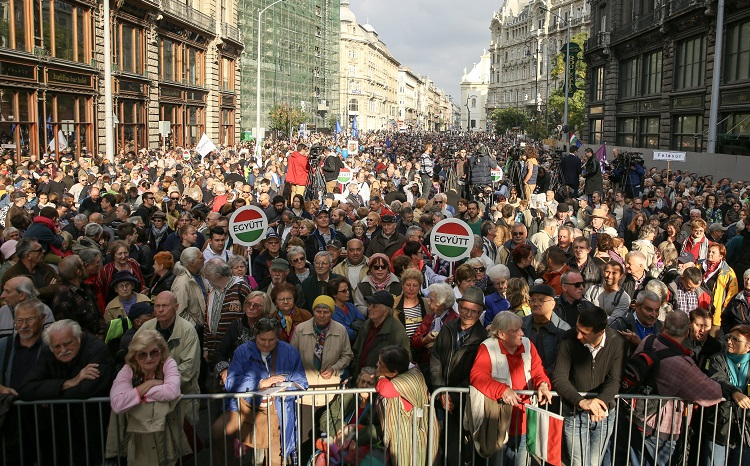"Népszabadság Saga: Left-Wing Parties Hold ""Press Freedom"" Demonstration In Budapest post's picture"