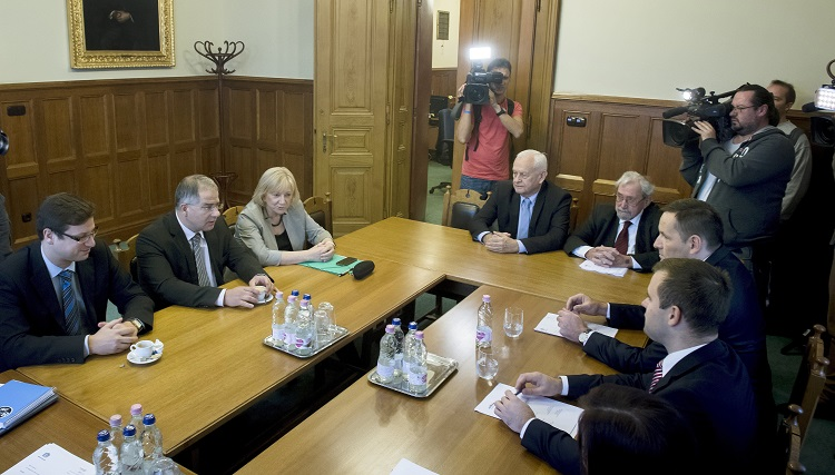 Hungarian Ruling Parties, Opposition Closing In On Agreement On Constitutional Amendment post's picture