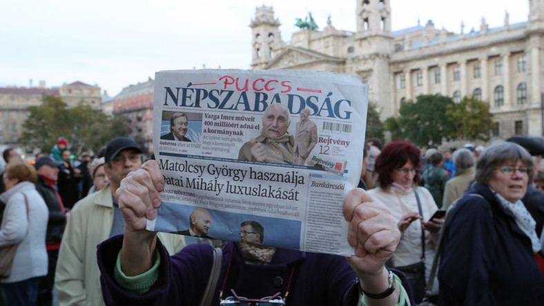 Hungary's Biggest Left-Wing Daily Népszabadság Suspended – Political Or Business Decision? post's picture