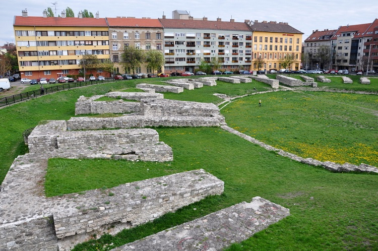 roman_amphitheatre_for_the_military_budapest_03