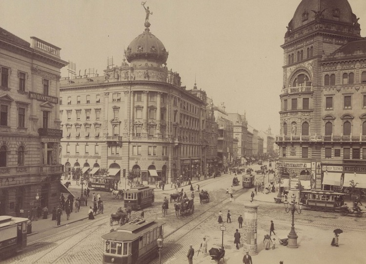 BUDA-PAST: HISTORIC SQUARE OF BUDAPEST THEN AND NOW post's picture