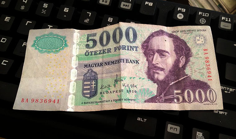 Color-Cycling Hungarian Money –  Hungarian 5000 Forint Banknotes Will Be Yellowed post's picture