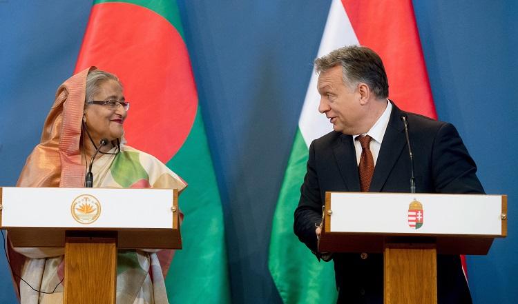 Budapest, 2016. november 29. Sejk Haszina Vazed, Banglades miniszterelnöke (b) és Orbán Viktor miniszterelnök sajtótájékoztatót tart az Országház Delegációs termében 2016. november 29-én. MTI Fotó: Koszticsák Szilárd