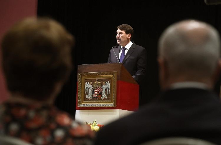 Sydney, 2016. november 8. Áder János köztársasági elnök beszédet mond Sydney-ben, a Délvidéki Magyar Szövetség Központjában rendezett '56-os ünnepségen 2016. november 8-án. MTI Fotó: Bruzák Noémi