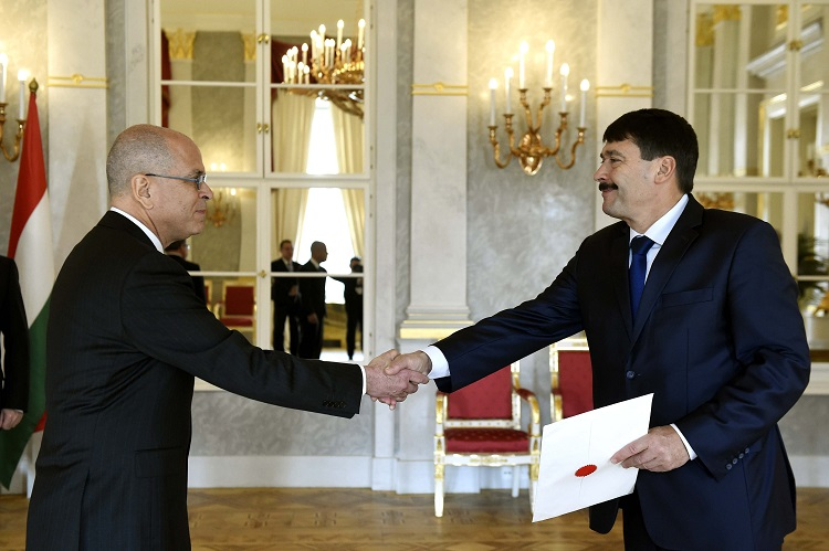 Israel's New Ambassador to Hungary Presents Credentials to President János Áder post's picture