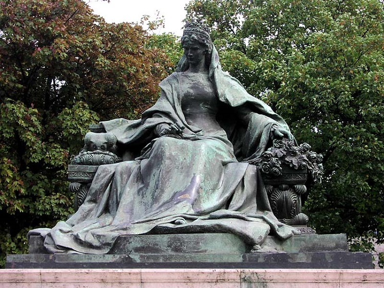Statue of Sissi, located near the Elizabeth Bridge in Budapest