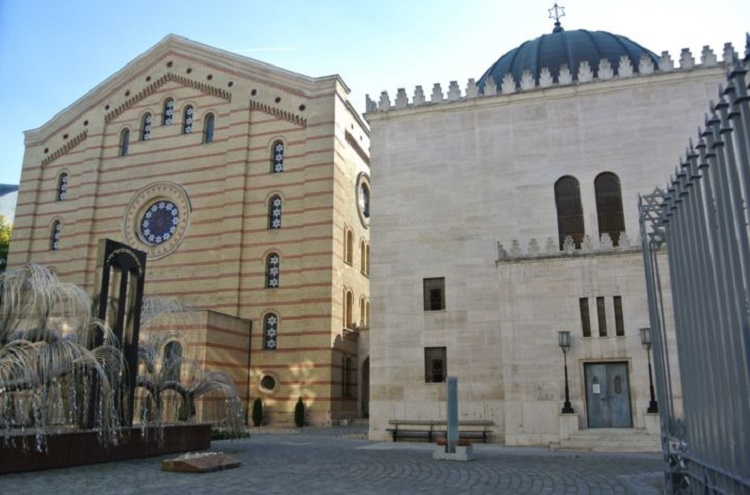 The rear courtyard of the Synagogue; the Heroes' Temple is on the right, the rear of the synagogue is on the left, while the Holocaust Memorial is in the foreground.