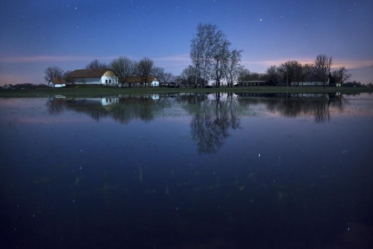 Inland waters surrounding a farm (near Kiskörös), Photo- Csaba Daróczi