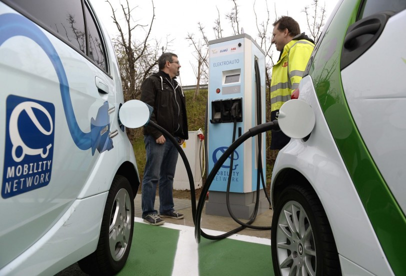 Economy Ministry To Install 250 New Charging Points For Electric Cars In Budapest post's picture